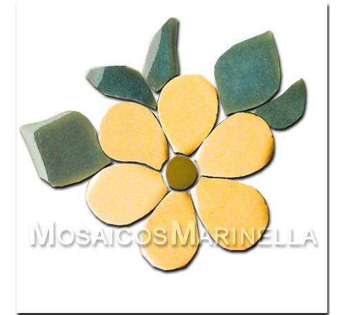 Flor amarela com pétalas redondas e folhas