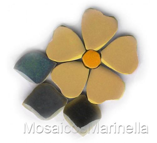 Flor do campo amarelo claro