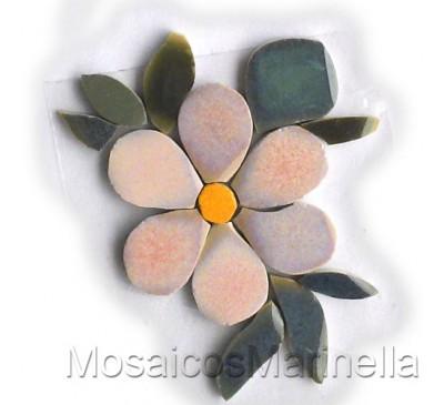 Flor Rosada  com pétalas redondas e folhas